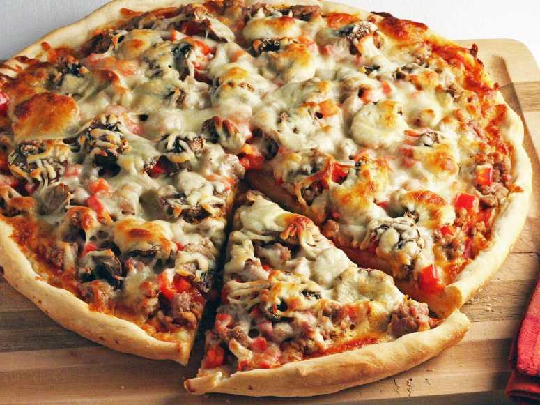 پیتزا گوشت و قارچ (طرز تهیه)