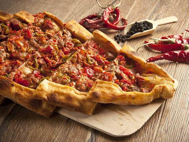پیده گوشت یا پیتزا ترکی (طرز تهیه)