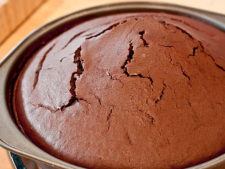علت گنبدی شدن کیک چیست؟
